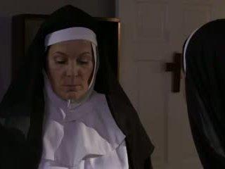 Kåta äldre nuns och tik lesbisk kön (roleplay)