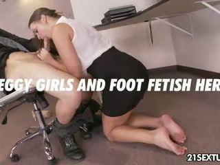 Kantor suit foot