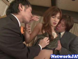 प्यारा जपानीस beauty चूसना कॉक में threeway: फ्री पॉर्न bd