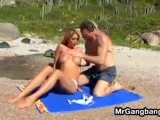 групов секс, плаж, свирка