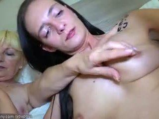 Gammal lesbisk och sexig ung lesbisk knull