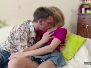 Maličké blond násťročné dostať lost virgin podľa jeho veľký vták: porno de