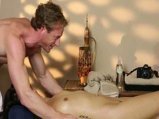 Schlecht haupt; banged schwer im besondere masseur