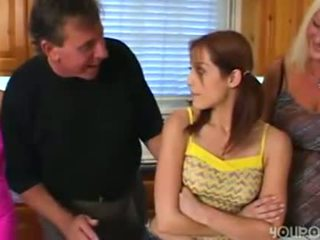 قديم خطوة أب seduced شاب جذاب في سن المراهقة ابنة