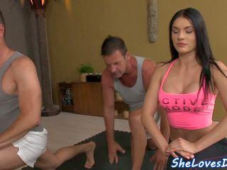 Vauva threeway perseestä jälkeen yoga, vapaa hd porno 82