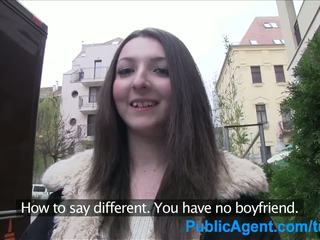 Publicagent paauglys brunetė gets pakliuvom sunkus į a viešbutis kambarys