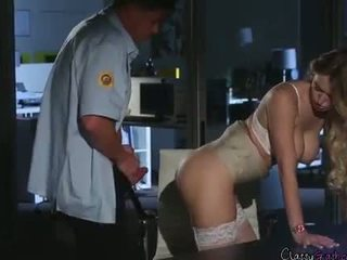Securitate guard fucks accountant natalia starr în the birou