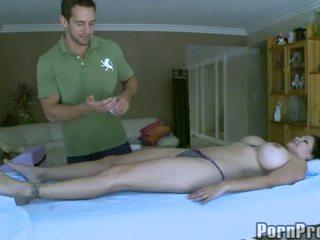 Delightful और सेक्सी मसाज