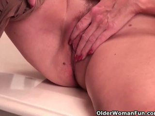 Mature soccer mom with D-cup tits masturbates in pantyhose - Porn Video 532