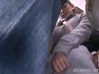 Aziāti sweetie has raped uz the publisks autobuss