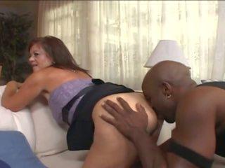 Matang isteri dalam wheelchair menggoda muda hitam guy: lucah e7