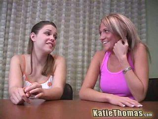 Katie thomas dan pacar perempuan pergi hitam