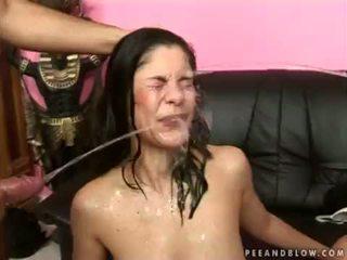 瘋狂的 女孩 性交 pee 行動 <span class=duration>- 6 min</span>