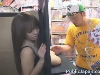 Hitomi tanaka ショー オフ 彼女の 巨大な おっぱい