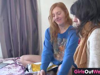 ขนดก เลสเบี้ยน ginger และ ผมสีบรูเนท เพศสัมพันธ์
