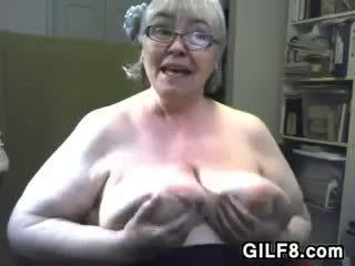 Paks granny koos suur ja saggy rinnad