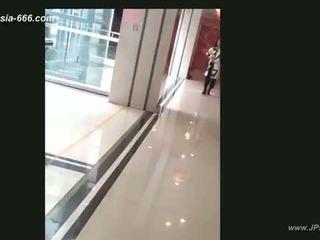Kinesiska flickor gå till toilet.4