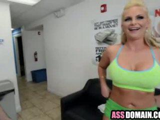 Phoenix Marie's huge big ass gets fucked_2.1.wmv
