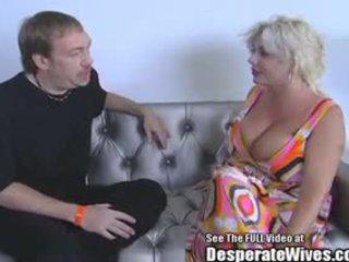 Grand mésange claudia marie baisée par cochon d