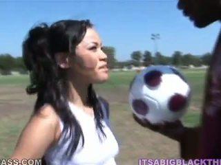 Sporty peach jayla starr having направен любов след футбол от oustanding черни zonker