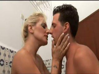 Esposa con un gran culo trata de sexo anal - XXX Gratis