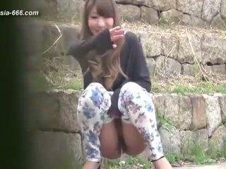 Kineze vajzat shkoj në toilet.3