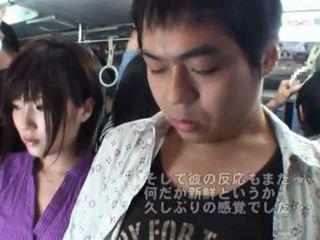 Offentlig bj onto den buss rundt hot japansk milf.
