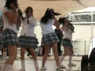 日本語 女子生徒 band