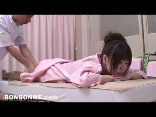 Innocent nastolatka fucked przez erotyczny masseur 07