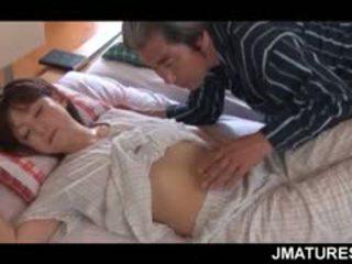 Dojrzała azjatyckie pani domu given a słodkie poranek cipka lizanie