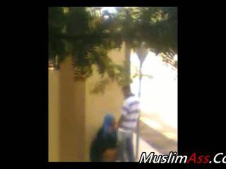 Hijab กลางแจ้ง 1