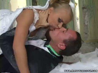 Penggoda wanita pengantin perempuan dora venter mengisap dia grooms besar kontol