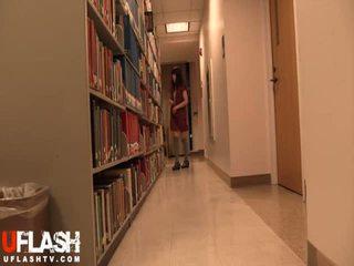Naken i offentlig bibliotek skole asiatisk amatør tenåring webkamera