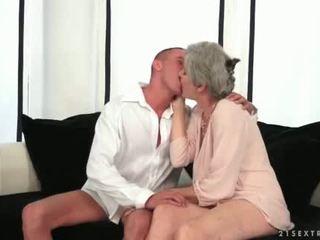Tettona nonna enjoying caldi sesso con suo giovane amore