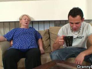 60 years 古い おばあちゃん sucks と rides