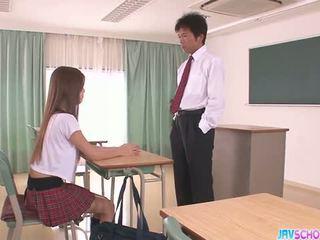 Cachonda asiática escolar mamada y follando