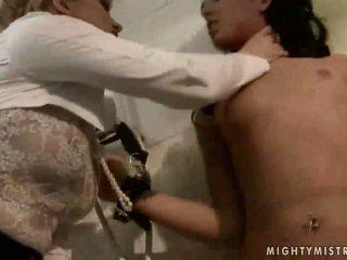 Señora punishing bonita esclava chica