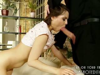 Mladý bruneta loves to v the zadok