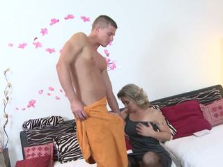 Mature Sex Bombs Moms Having Sex with Sons: Free HD Porn 4a
