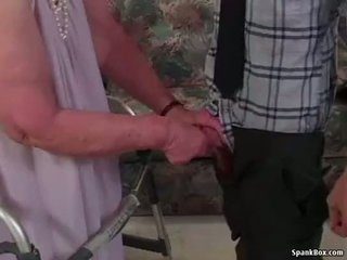 Senelė loses jos dantys o čiulpimas