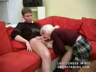 奶奶 同 saggy 奶 gets 性交 part1