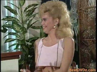 Blondīne meitene blowing dzimumloceklis un gets poked