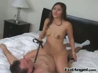 Pornstar alexis breeze rides veten në më i lartë i të saj njeri grinding të saj i ngushtë mbërthim