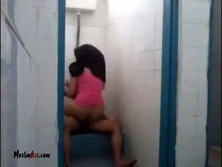 Hijab jilbab sexo em quarto de banho