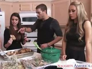 Sıcak cuties brooklyn chase, nicole aniston ve tıknaz brielle gets nailed
