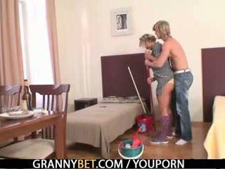 แก่แล้ว housemaid gets เธอ หี filled ด้วย ควย