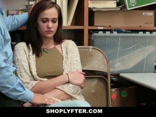 Shoplyfter - ママ と 娘 キャッチ と ファック のために stealing
