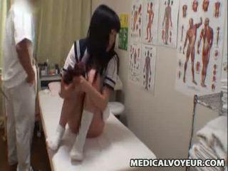 Spycam školáčka climax masáž 3