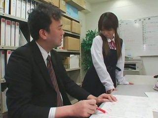Nuleidimas ant veido cumshots apie azijietiškas schoolgirls