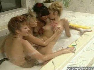 Anna malle și tiffany mynx pe o obraznic bula baie session cu unele girlfriends